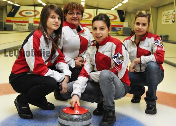 Marie-Michelle Émond (au centre) et son équipe: Édith... (Le Quotidien, Jeannot Lévesque)