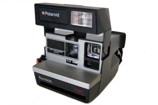 Un appareil photo de Polaroid... (La Voix de L'Est)