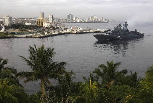 Trois navires de guerre russes ont accosté vendredi matin au port de La Havane... (Photo: Reuters)