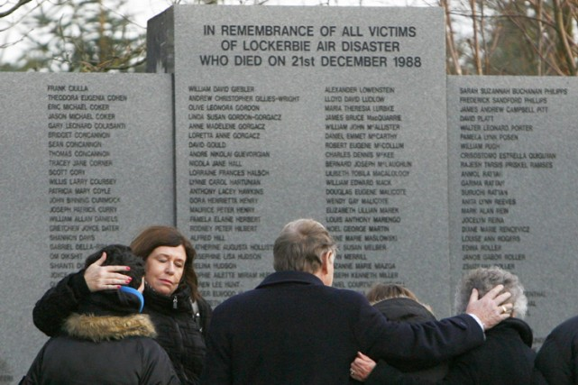 Les habitants de la petite ville écossaise de Lockerbie et les familles des... (Photo: Reuters)