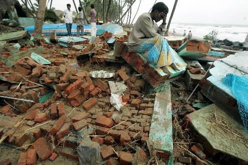 Un homme a perdu sa maison, lors du... (Photo: Reuters)