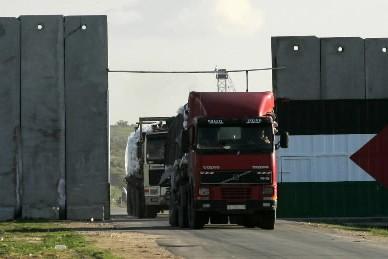 L'aide humanitaire arrive dans la bande de Gaza... (Photo: AFP)