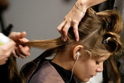 Aux États-Unis, les coiffeuses sont depuis quelques années en première ligne... (Photo: Reuters)