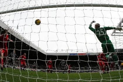 Chelsea a perdu deux points très importants dans la course au titre dimanche... (Photo: AP)
