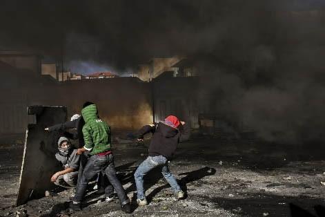 Pour la deuxième journée consécutive, l'armée israélienne a poursuivi dimanche... (Photo: AP)