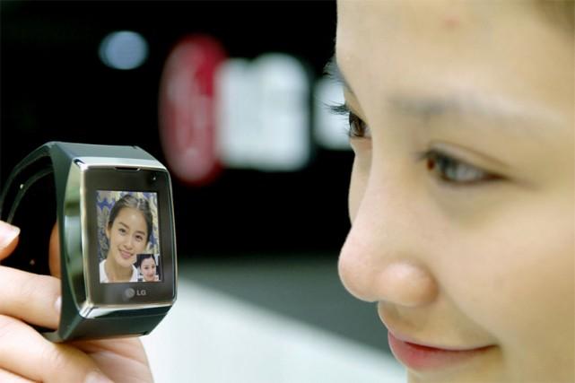 Le téléphone-montre 3G de LG Electronics... (AFP)