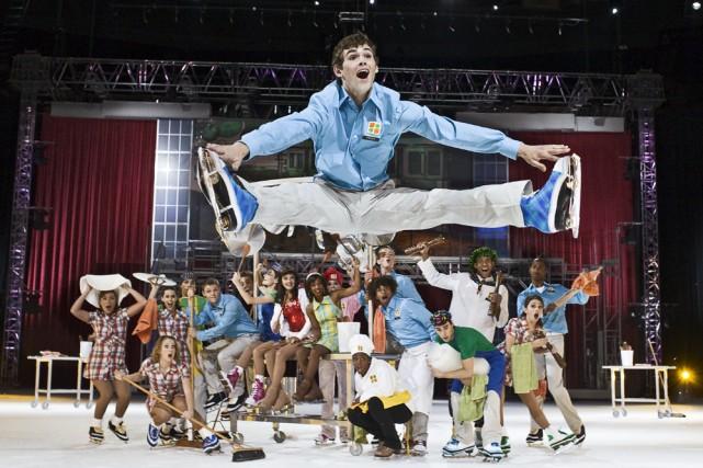 Les jeunes et dynamiques patineurs qui se glissent... (Photo: Groupe Gillett)