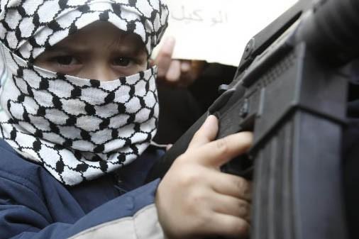 Un jeune jordanien lors d'une manifestation contre Israël.... (Photo: Reuters)