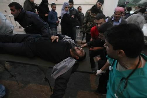 Un blessé entre dans un hôpital de Gaza.... (Photo: AFP)