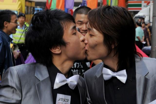 La santé des jeunes homosexuels est directement influencée par l'attitude de... (Photo: AFP)