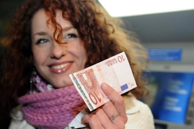 Une Slovaque a retiré ses premiers euro en... (Photo: AFP)
