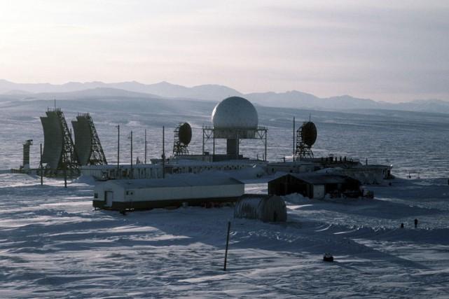 La ligne DEW, composée de 63 radars disposés...