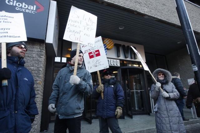 Des employés en lock-out du Journal de Montréal... (Photo: Martin Chamberland, La Presse)