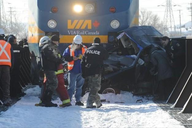 La camionnette s'est fait traîner par le train... (Le Soleil, Steve Deschênes)