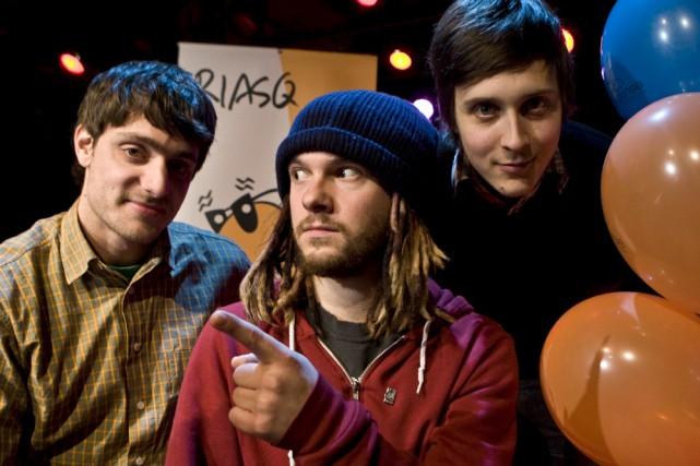 3 gars su'l sofa... (Photo: La Presse)