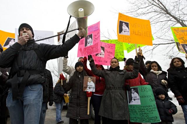 Une centaine de personnes se sont rassemblées samedi à Montréal-Nord pour... (Photo: François Roy, La Presse)