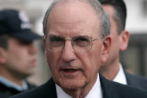 George Mitchell... (Photo: AFP)