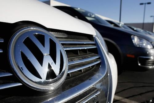 La firme automobile allemande Volkswagen a annoncé mercredi une baisse de 74%... (Photo: AP)