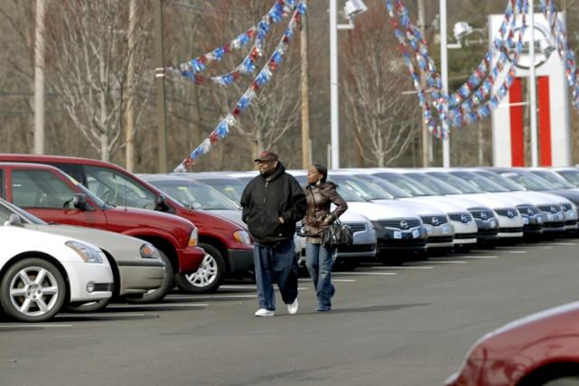 Les vendeurs d'automobiles neuves aimeraient qu'Ottawa leur donne un coup de... (Photo: Bloomberg)