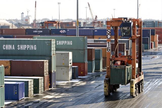 Les commandes de biens durables aux États-Unis sont reparties en baisse en... (Bloomberg)