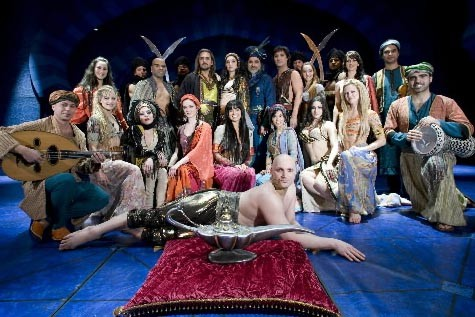 La troupe entière de Sherazade, en répétition... (Photo André Tremblay, La Presse)