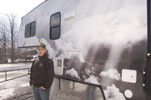 Mike Verrier, réparateur de véhicules récréatifs (VR) spécialisé... (photo Stéphanie Mantha)