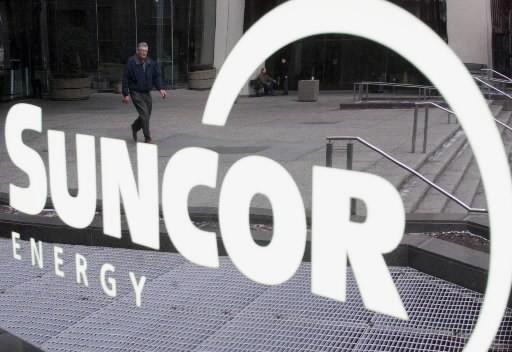 Les sociétés Suncor Energy (TSX:SU) et Petro-Canada (TSX:PCA) ont annoncé jeudi... (Photo: La Presse Canadienne)