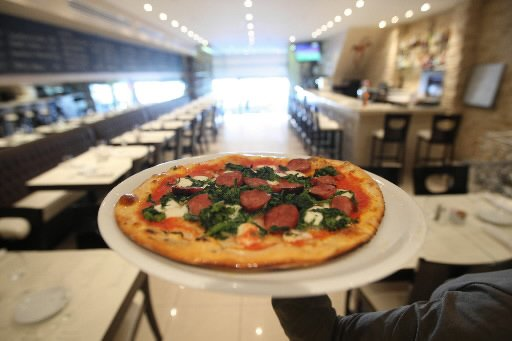 Une pizza délicieuse à la croûte impeccable attend... (Photo: Martin Chamberland, La Presse)