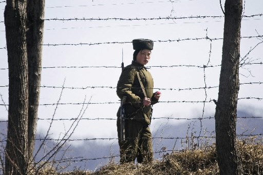 Une femme soldat de la Corée du Nord... (Photo: AP)