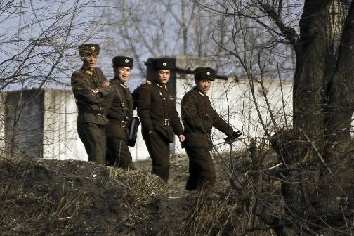 Des soldats nord-coréens... (Photo: AP)