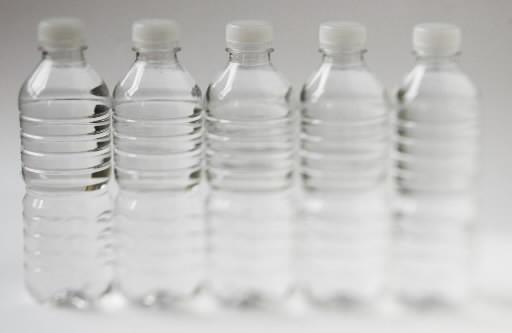 Saviez-vous que l'eau embouteillée nécessite 2000 fois plus d'énergie que l'eau... (Photo: La Presse)