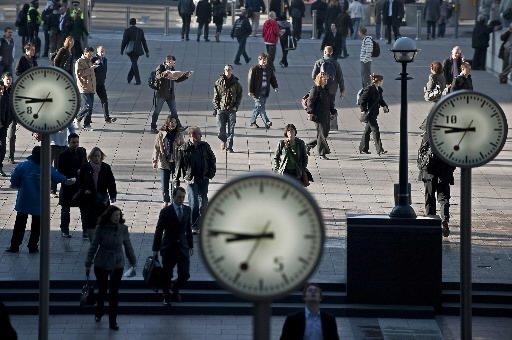 Des travailleurs du secteur financier arrivent à Canary... (Photo: Agence France-Presse)