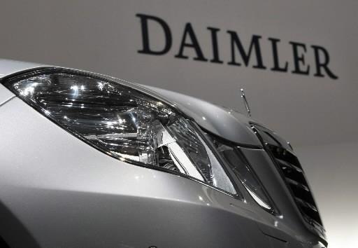 Le constructeur automobile allemand Daimler espère économiser 2 milliards de... (AP)