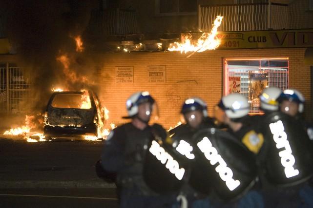 Malgré un calme apparent, le feu couve sous les braises dans le quartier où... (Photo: David Boily, La Presse)