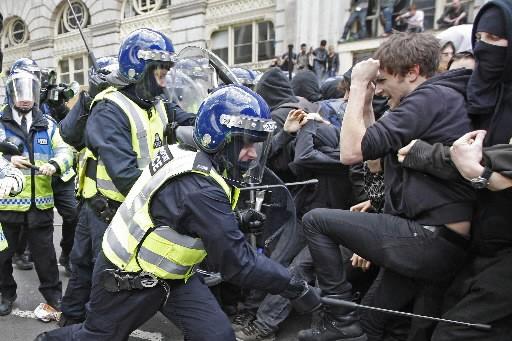 Londres a été le théâtre de manifestations survoltées hier. Environ 5000... (Photo: Reuters)