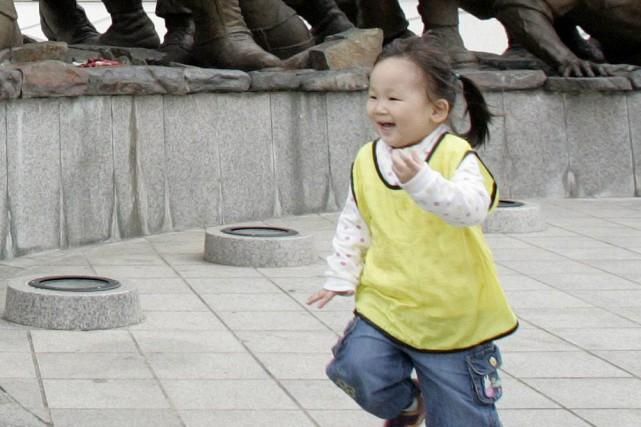 Avec le taux de fécondité le plus faible de la planète, le pays voit son avenir... (Photo: Reuters)