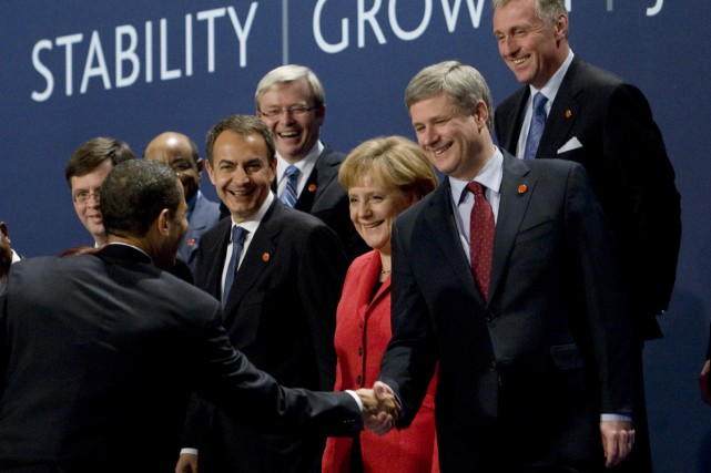 Le président Barack Obama est venu serrer la... (Photo Reuters)