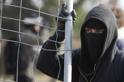 Un manifestant anti-Otan... (Photo: Reuters)