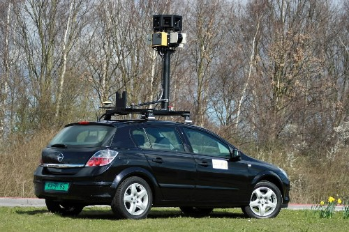 Une auto de Google Street View... (Photo: AP)