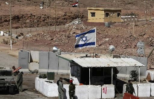Un point de contrôle israélien.... (AFP PHOTO/MENAHEM KAHANA)