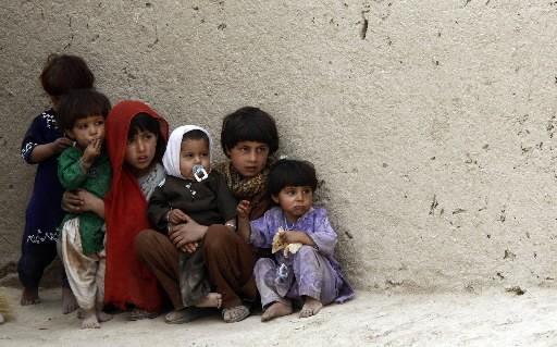 Vingt-quatre enfants afghans âgés de 10 à 15 ans et vivant sans parents dans... (REUTERS/Stefano Rellandini)