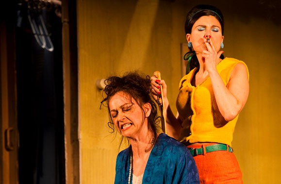 Sylvie Drapeau et Émilie Bibeau, dans une scène... (Photo fournie par le site Internet du Rideau Vert)