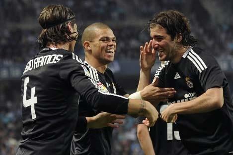 Les joueurs du Real Madrid célèbrent leur unique... (Photo AFP/ Pedro ARMESTRE)