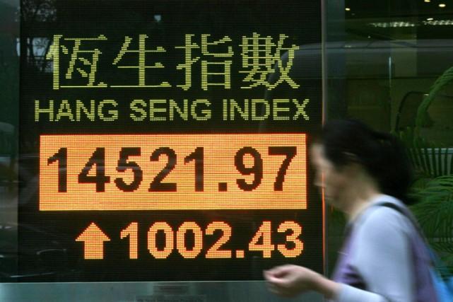 La force des marchés de la région dope le moral des investisseurs locaux, selon... (Archives AP)