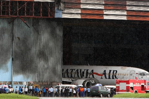 Vingt-quatre militaires indonésiens ont été tués lundi lorsque leur avion... (Photo: AFP)