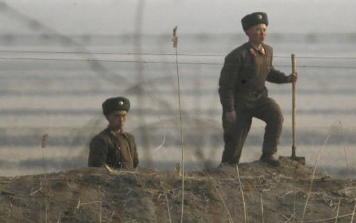Des soldats de la Corée du Nord... (Photo: AP)