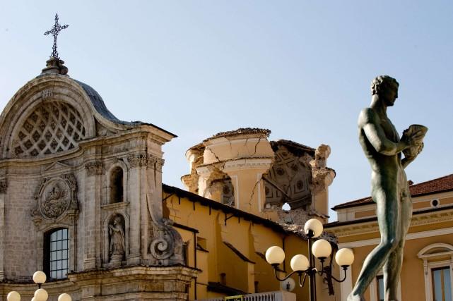 Une église endommagée dans L'Aquila.... (Photo: AFP)
