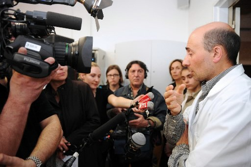 L'un des chirurgiens, le Pr Laurent Lantieri, a... (Photo: AFP)