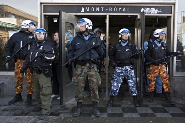 Les policiers de Montréal troqueront dès demain leurs pantalons de camouflage... (Photo: François Roy, La Presse)