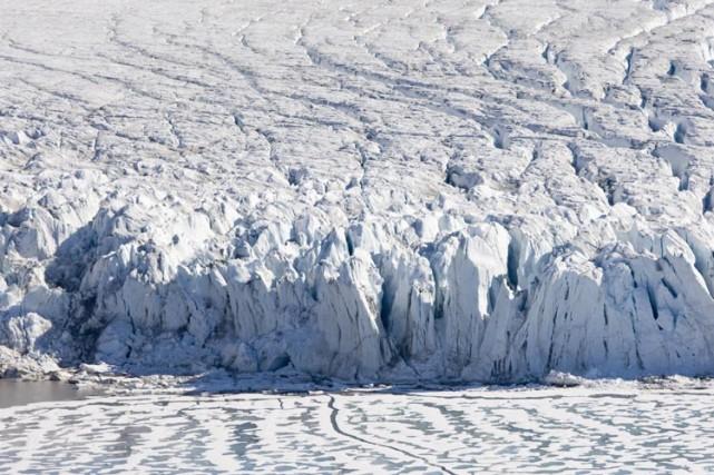 Les glaces arctiques sont de plus en plus fragilisées par le réchauffement... (Photo: AP)
